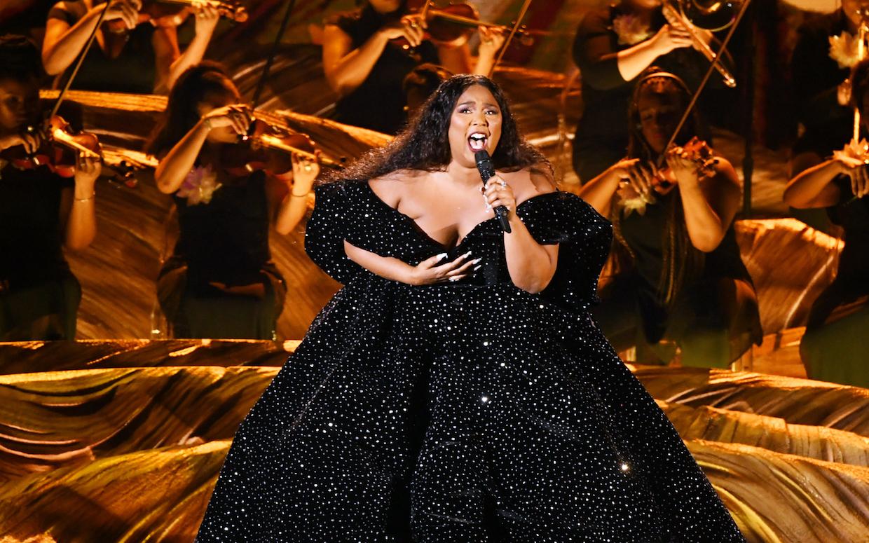 Hình ảnh Lizzo biểu diễn tại lễ trao giải Grammy 2020