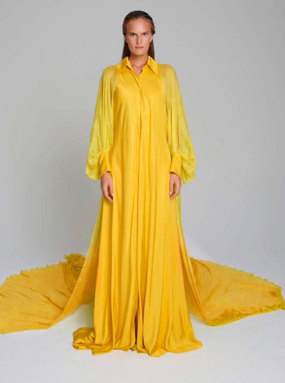 Thiết kế đầm chemise màu vàng ấn tượng của Nhà thiết kế Công Trí