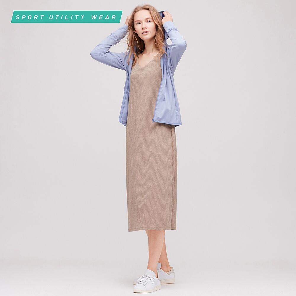 Áo khoác chống nắng gam màu thời trang của Uniqlo.