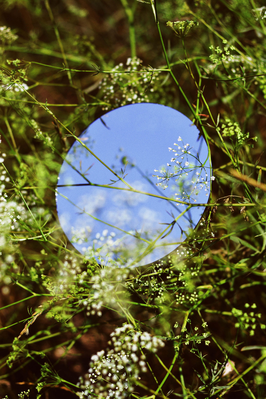 tấm gương tròn kỳ vọng
