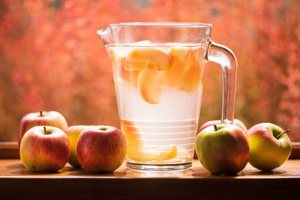 Giấm táo trị mụn lưng hiệu quả.