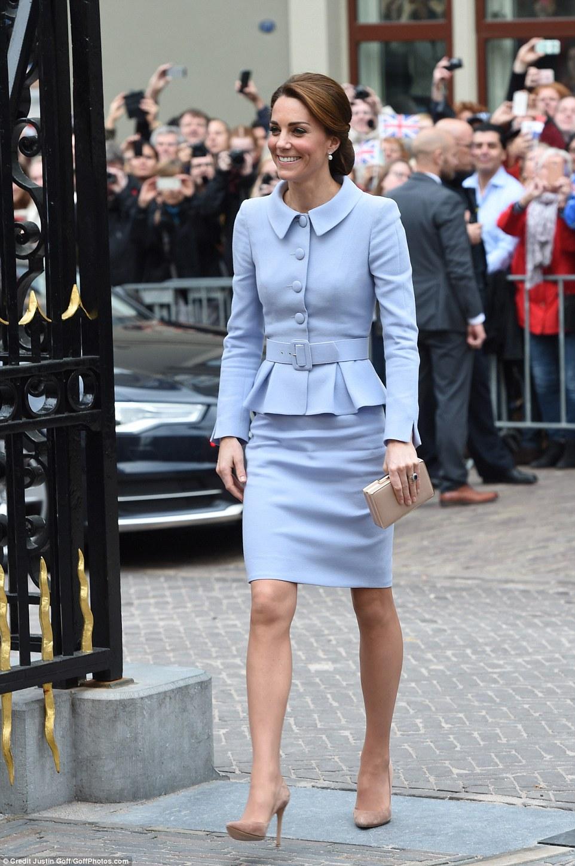 Công nương Kate Middleton diện âu phục đầm bút chì