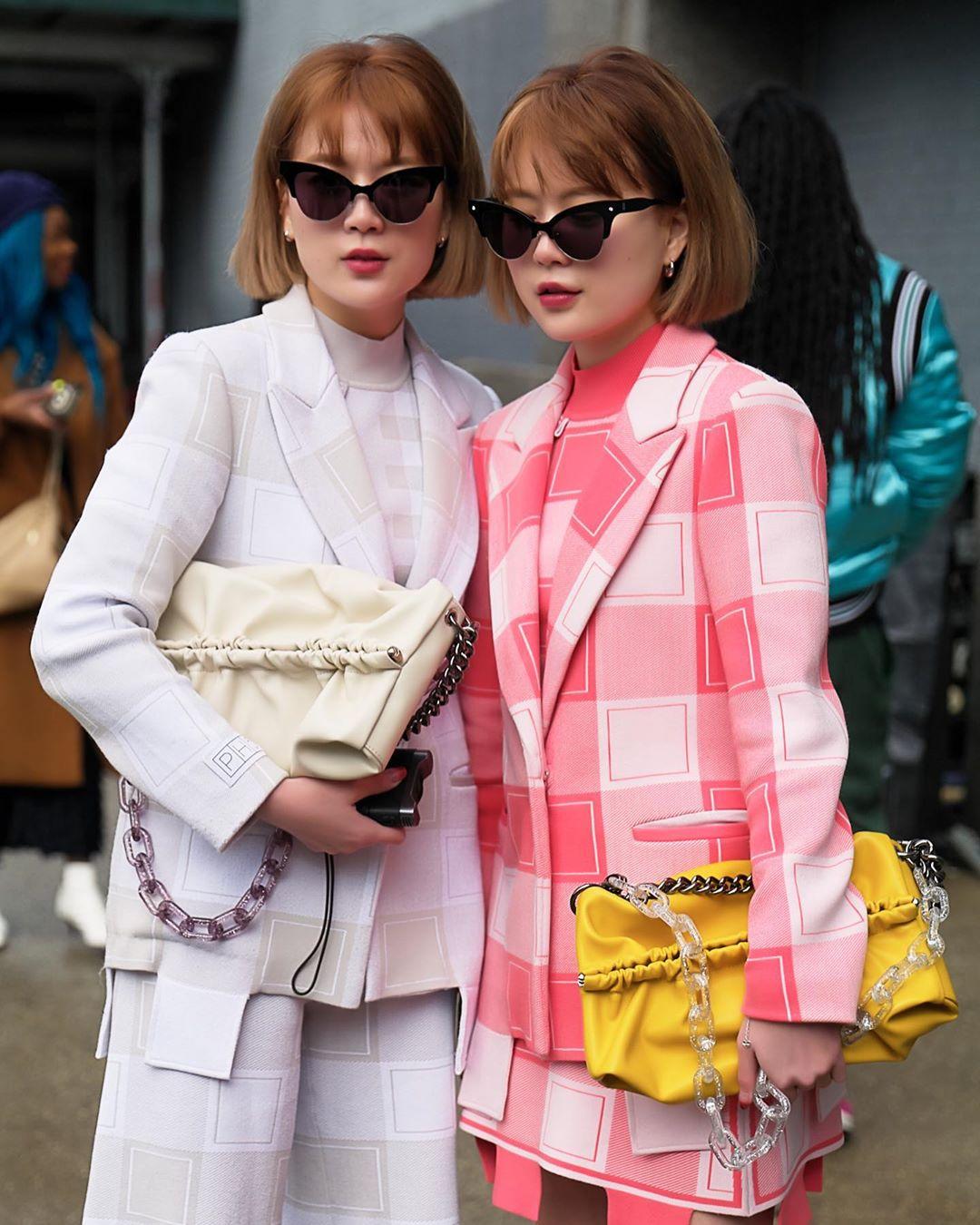 Phối màu quần áo bắt mắt ngày hè với hai tông màu hồng và vàng tươi