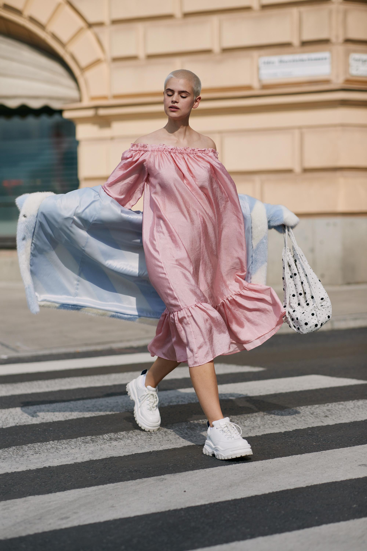 Cách phối màu quần áo mùa hè nữ tính với hồng và xanh pastel