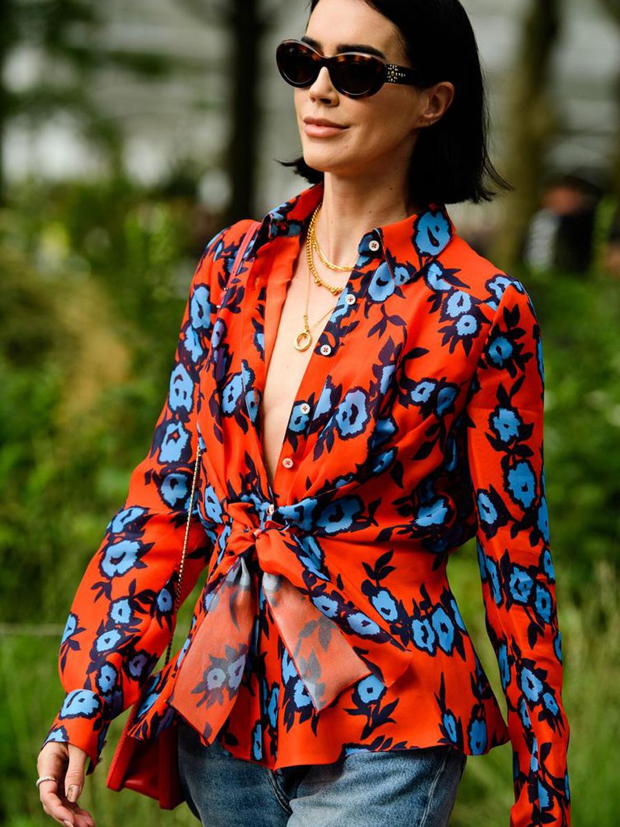 Thời trang mùa hè tươi tắn với cách phối màu quần áo cam và xanh dương