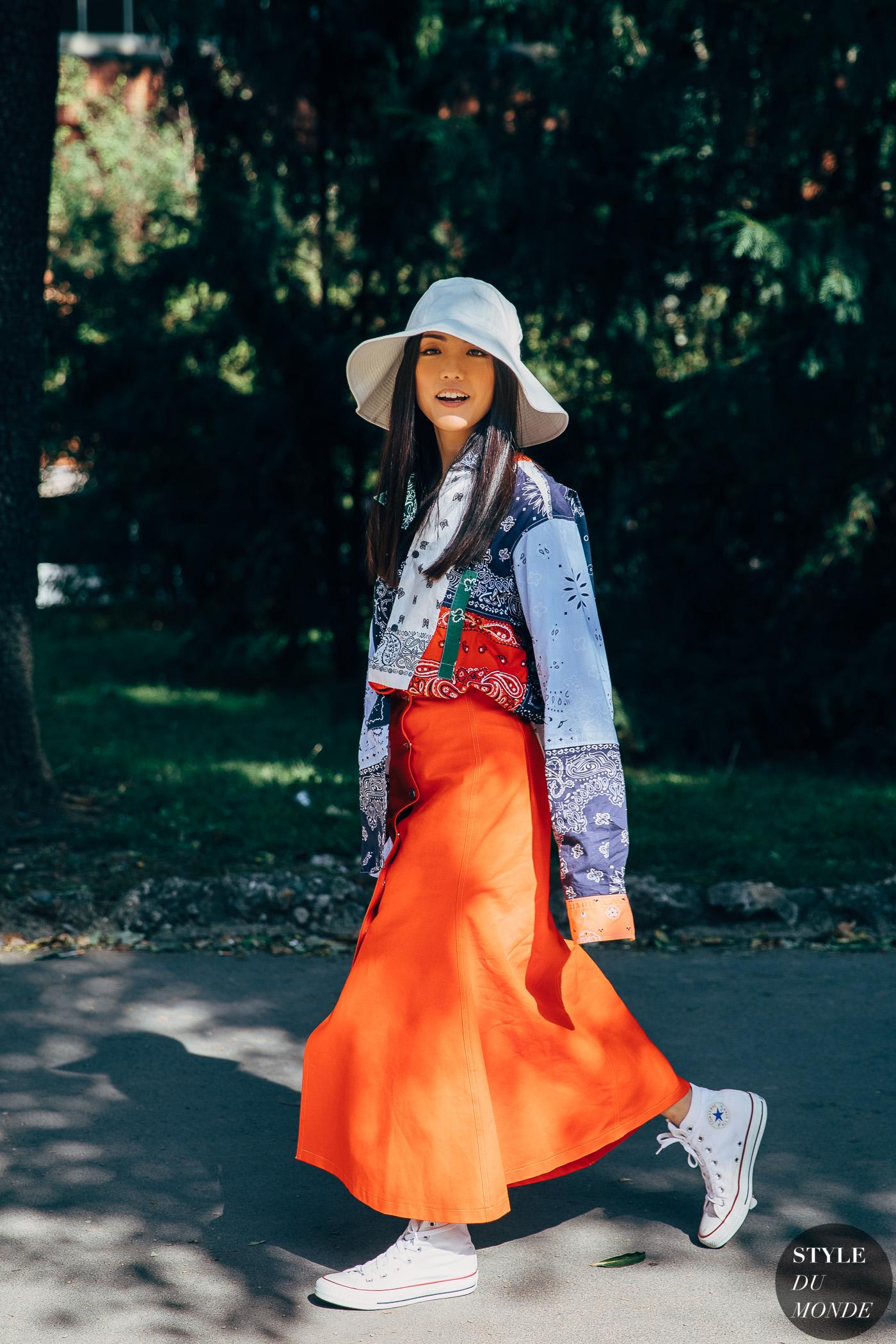 Phối màu quần áo mùa hè tươi tắn với cam và xanh dương