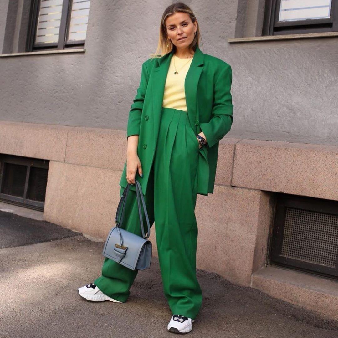 Mặc suit đẹp ngày hè với cách phối màu quần áo tươi tắn