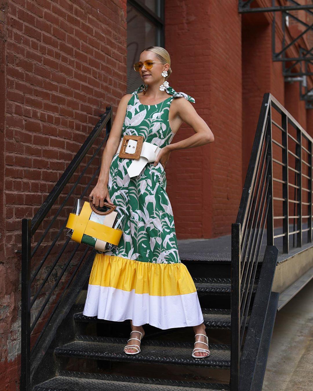 Cách phối màu quần áo đậm chất mùa hè với tông màu vàng và xanh lá cây