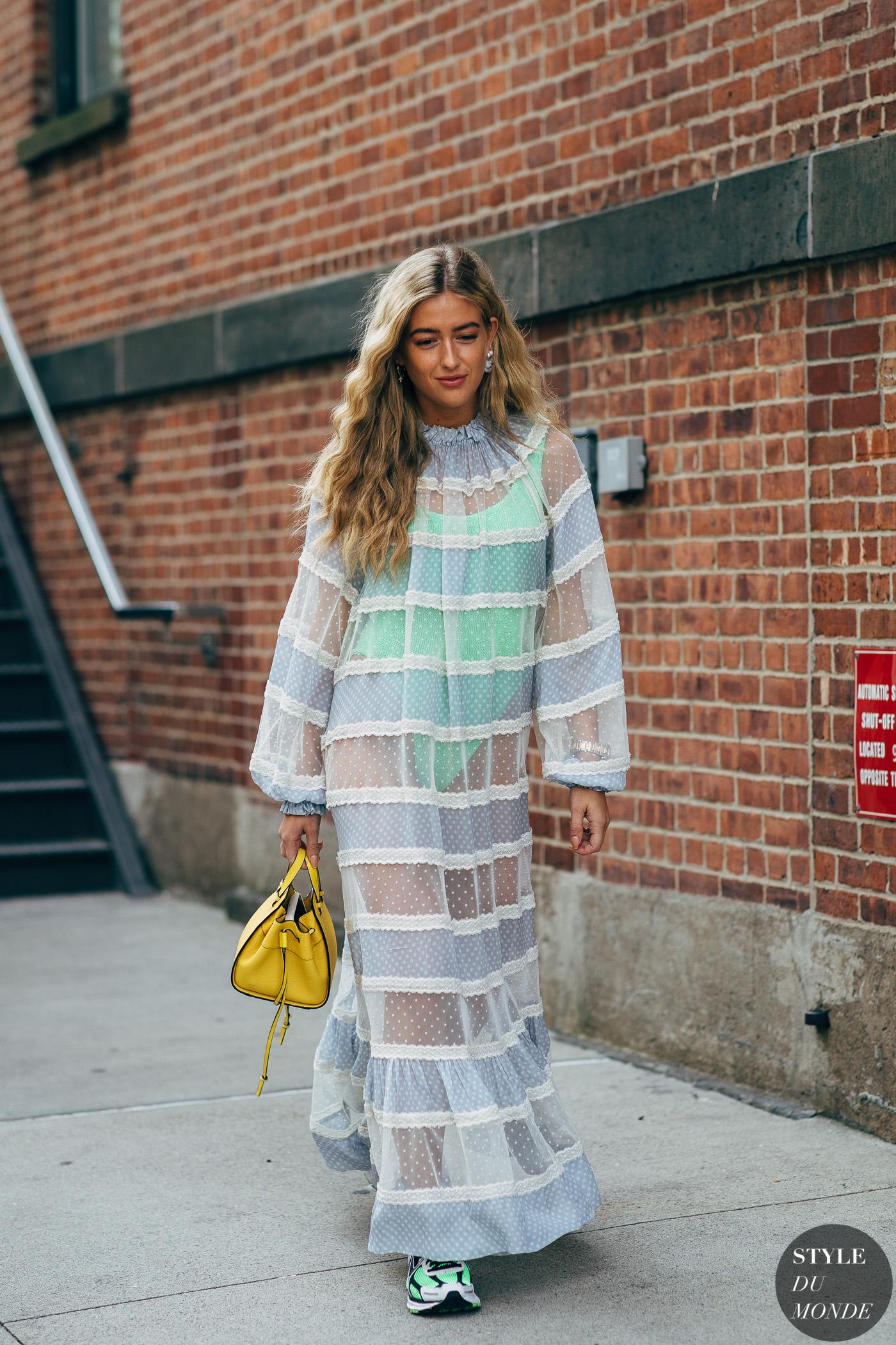 Cách phối màu quần áo đón hè với tông xanh bạc hà và tím nhạt