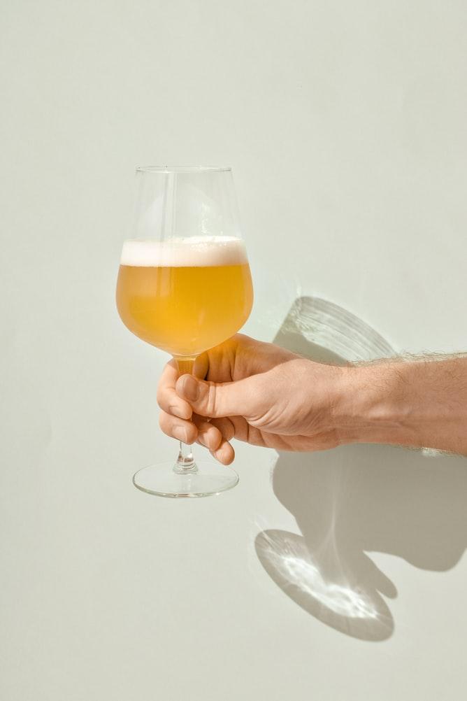 Dưỡng da sáng mịn từ bia.