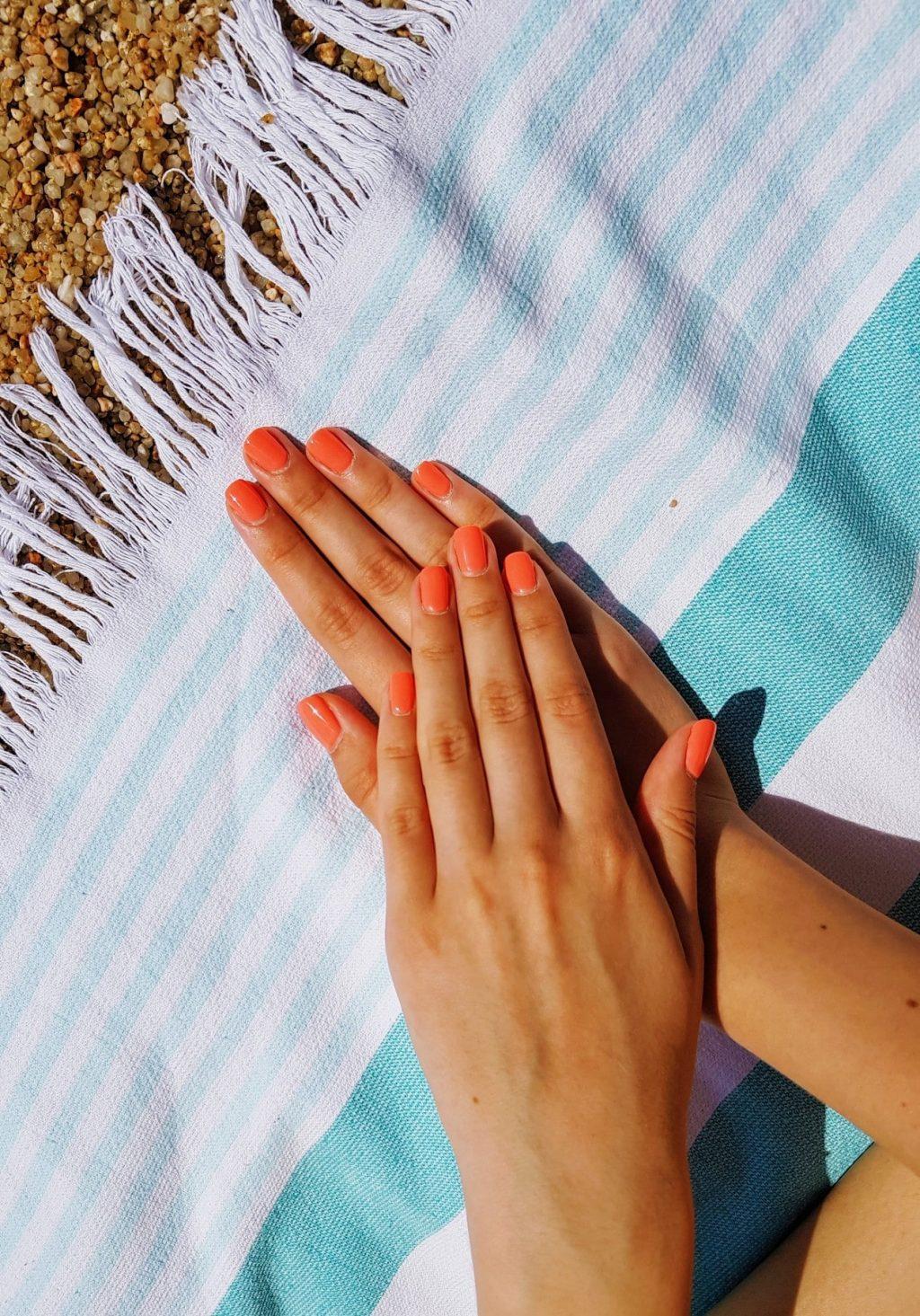 Sơn móng tay-Bộ móng màu cam.