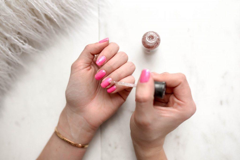 Sơn móng tay-Nail màu hồng.