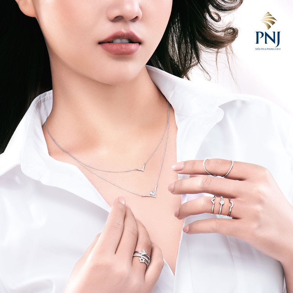 Dây chuyền mảnh hai lớp chất liệu bạc của PNJ