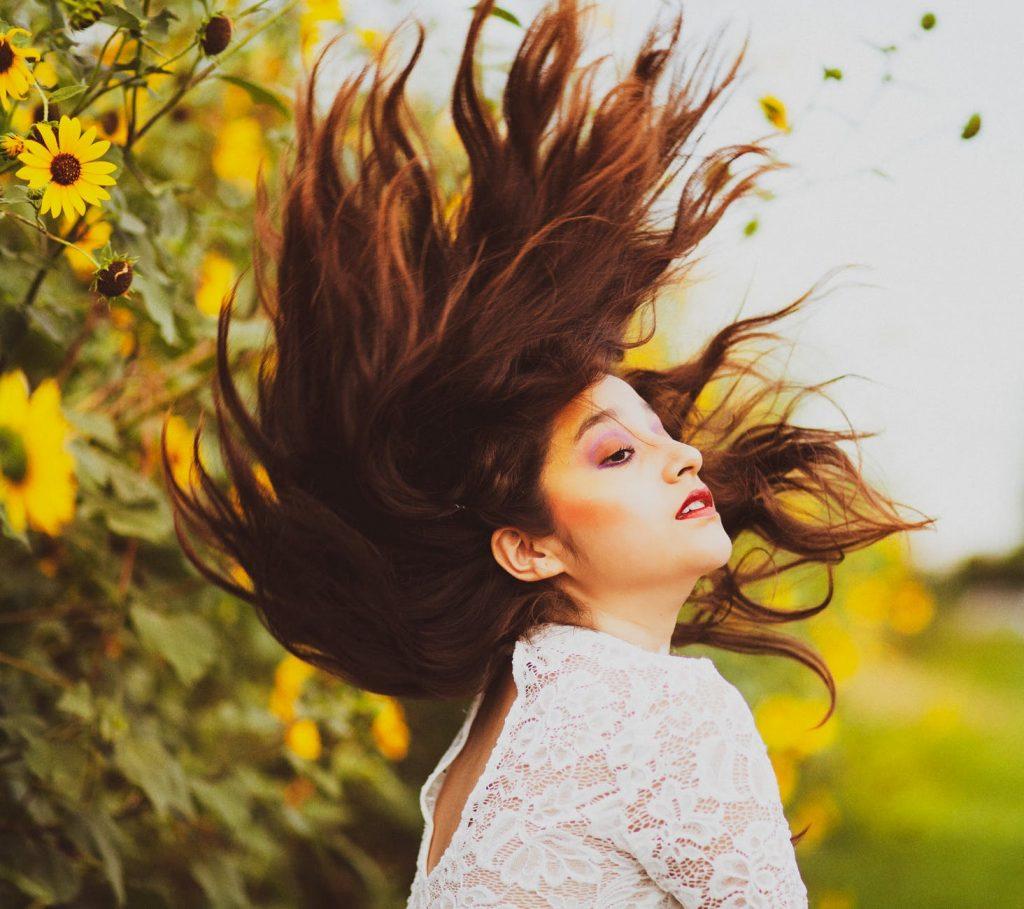 Toner-Cô gái hất tóc.