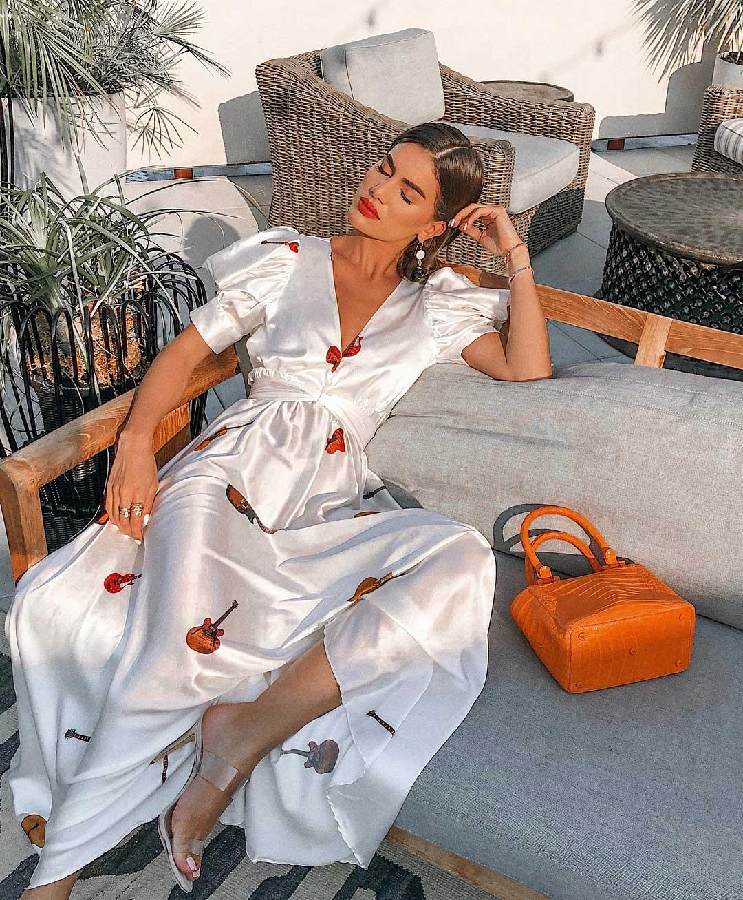 Thời trang mùa Hè cho cung Bạch Dương với đầm maxi satin