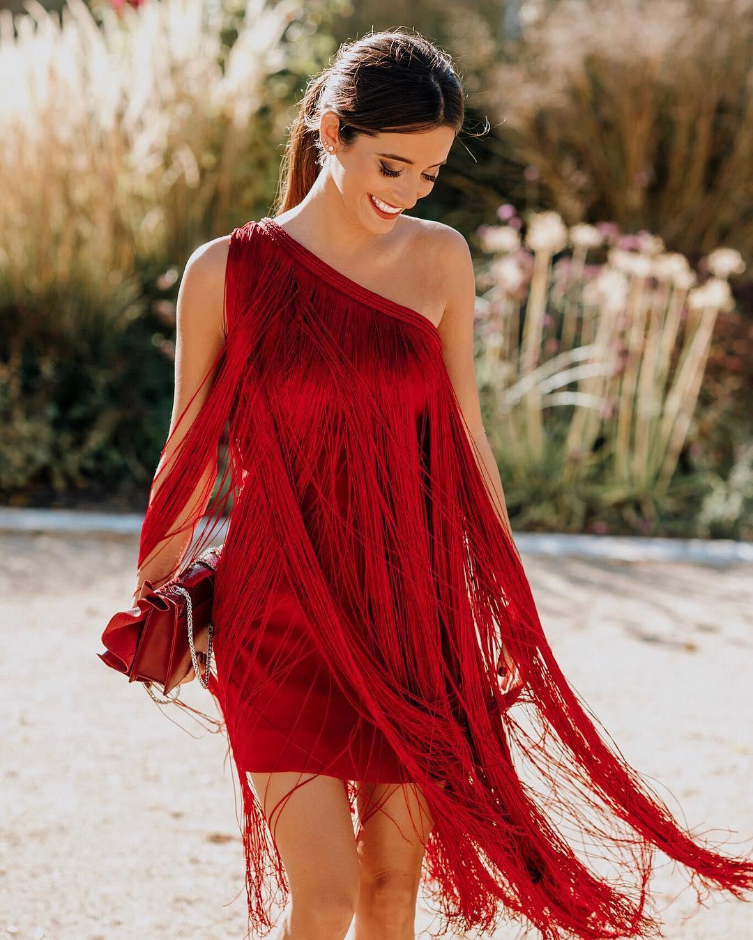 Gợi ý trang phục dạ tiệc cho cung Bạch Dương với thiết kế đầm tua rua