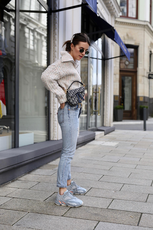 giày sneaker tăng chiều cao phối cùng màu quần