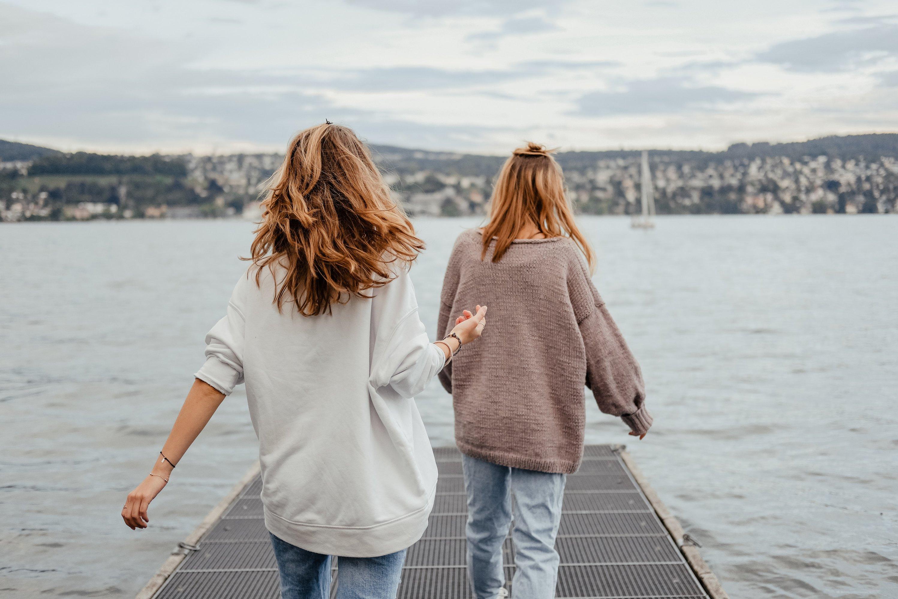 tình bạn bên hồ nước