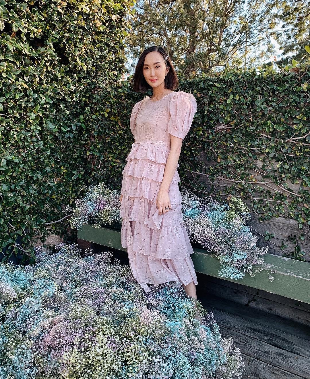 Fashionista Chriselle Lim diện đầm in hoa xếp tầng màu pastel trang nhã