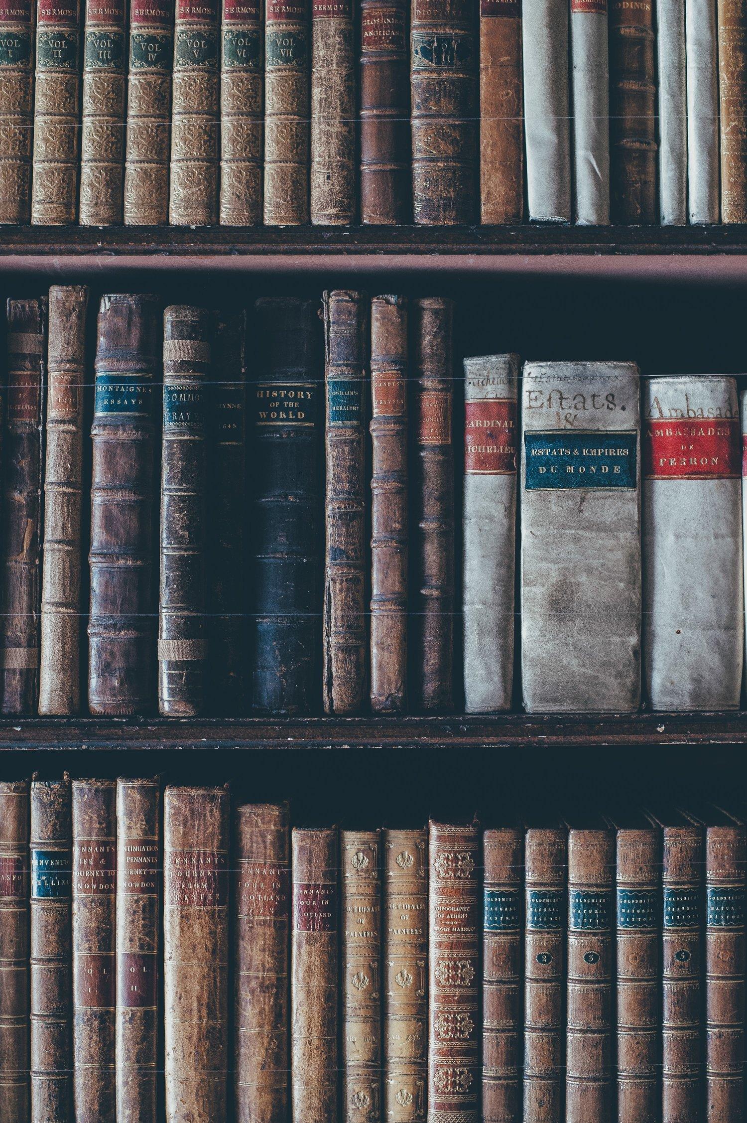 thư viện với nhiều thể loại phong phú