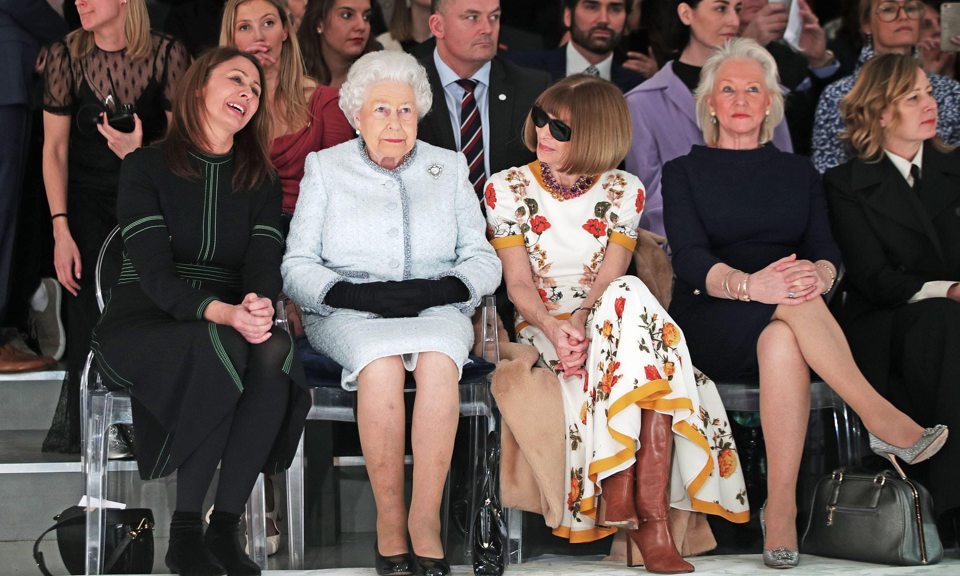 anna wintour và nữ hoàng elizabeth ngồi front row