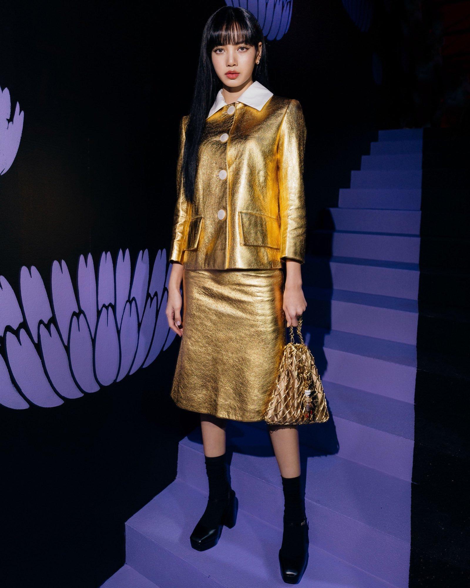 Lisa diện đầm ánh kim tại buổi trình diễn BST Thu - Đông 2020 của Prada