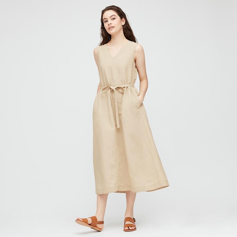 gợi ý mặc đẹp khi làm việc tại nhà với đầm linen của UNIQLO