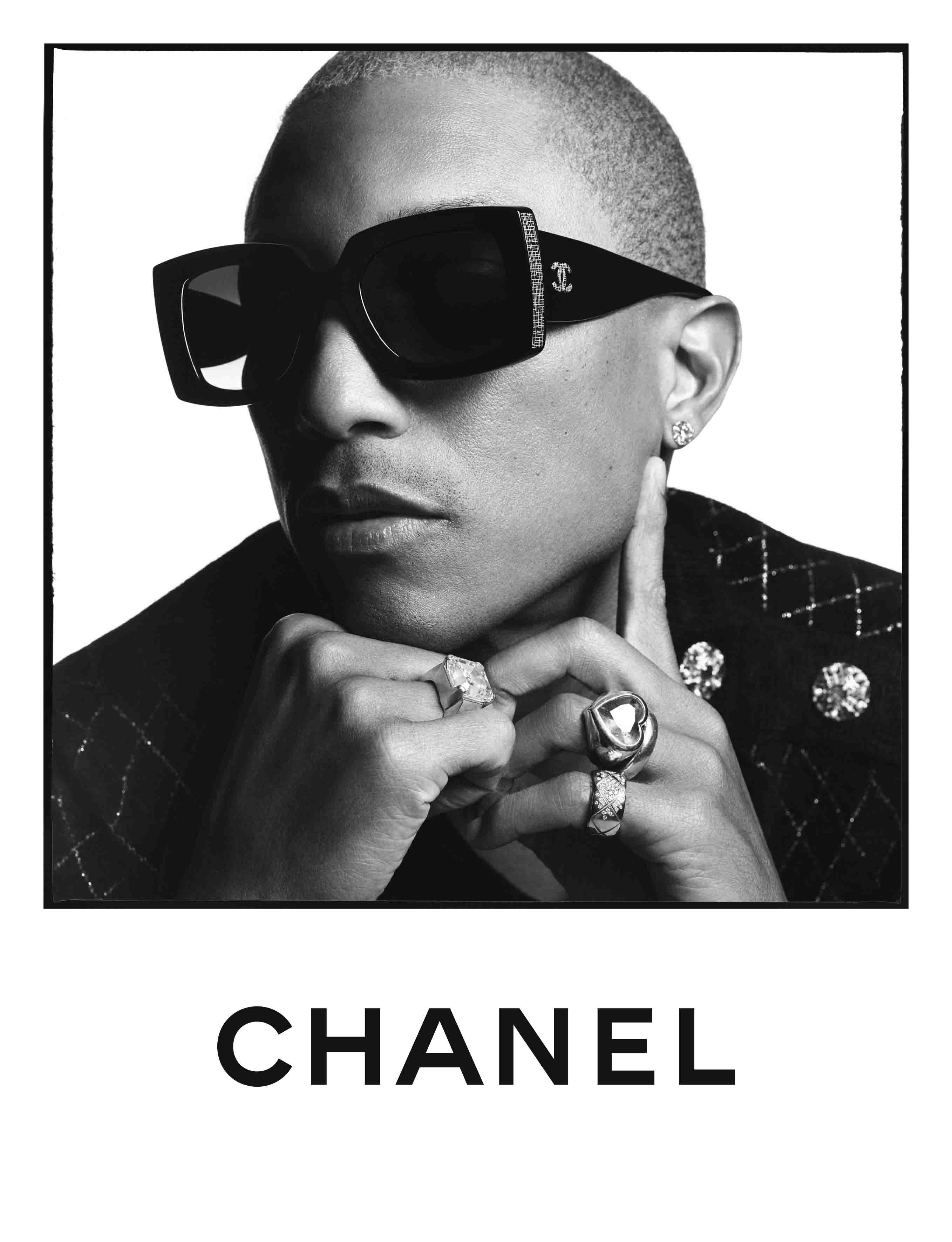 Pharrell Williams đeo kính mát Chanel