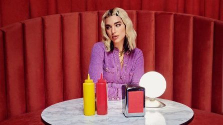 Dua Lipa khơi dậy cảm hứng thời trang thập niên 90s trong MV mới