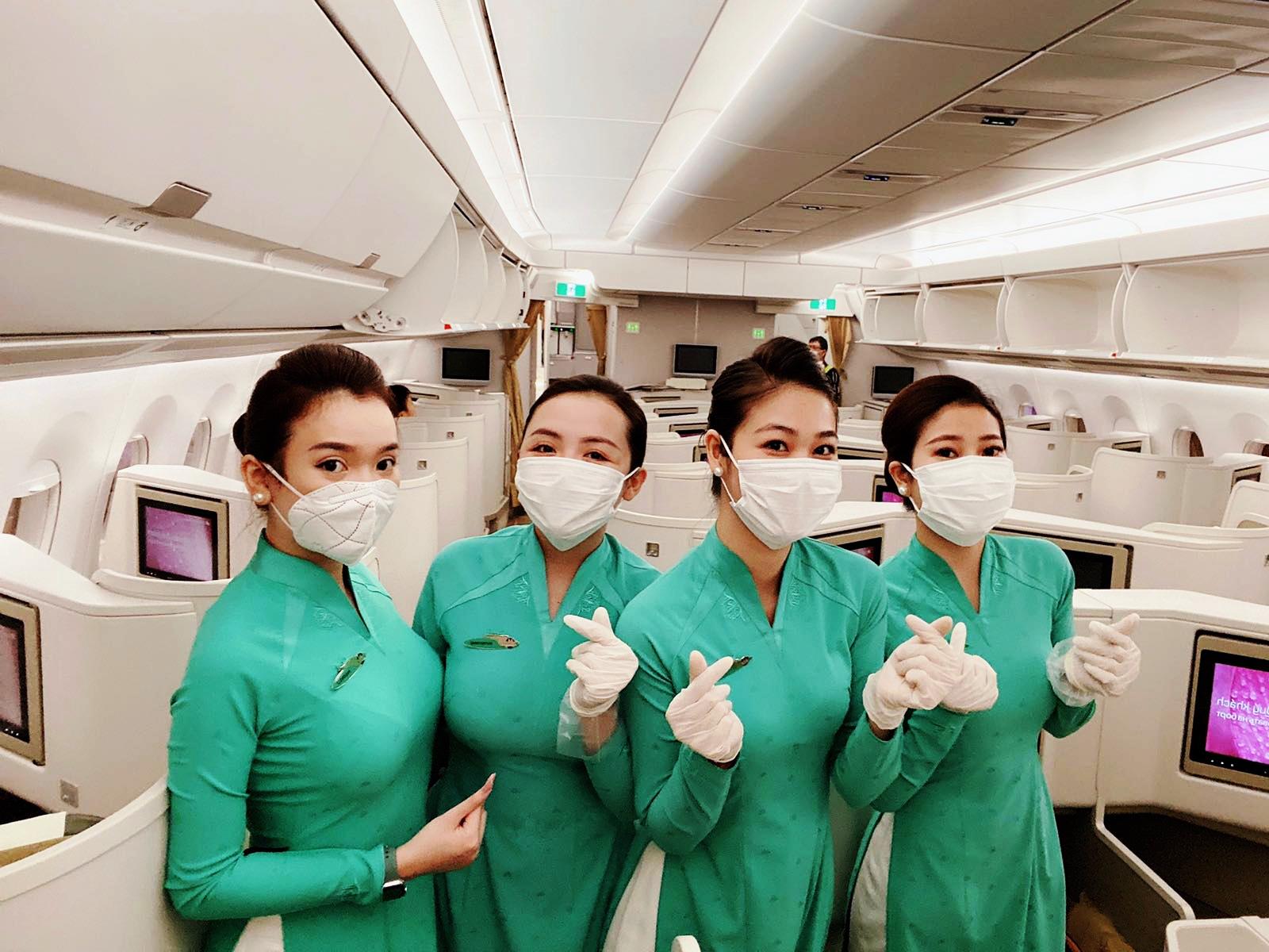 nữ tiếp viên hàng không
