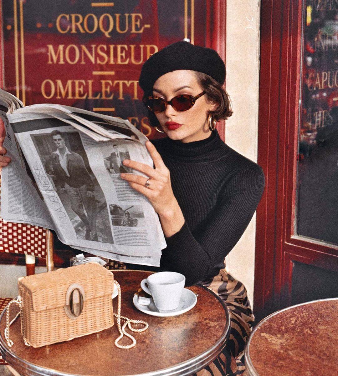 Thời trang Pháp của Taylor Lashae với mũ beret, áo tay dài đen, kính mát gọng to, túi hộp