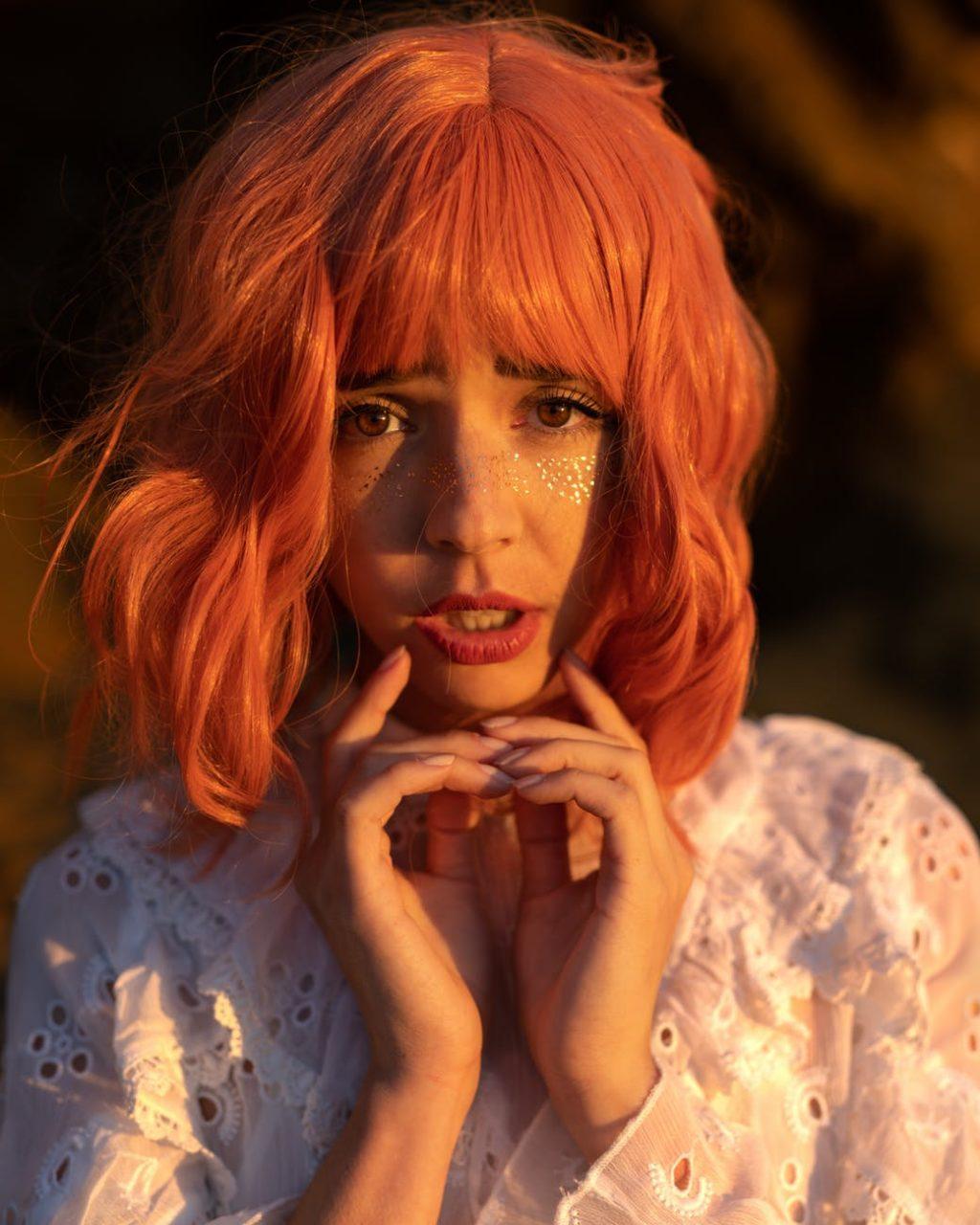 Chăm sóc da mặt-Cô gái tóc đỏ.