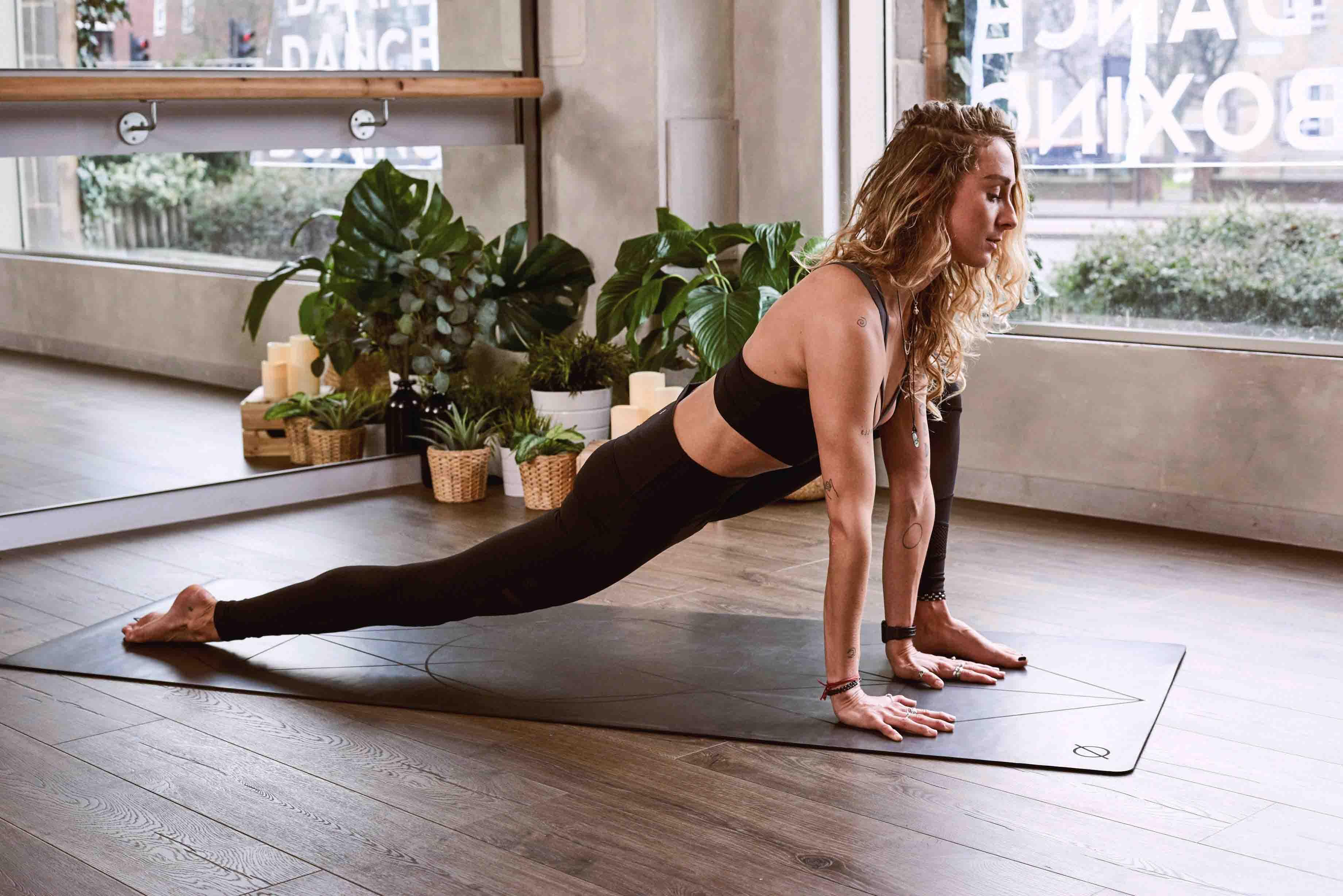 tập thể dục tại nhà khi bị cách ly