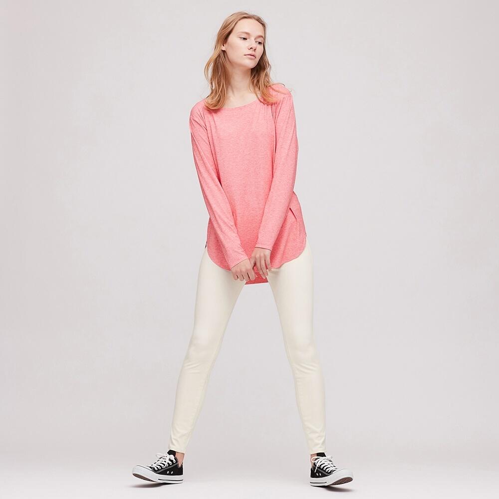 Quần leggings màu trắng của Uniqlo phù hợp cho tập Yoga
