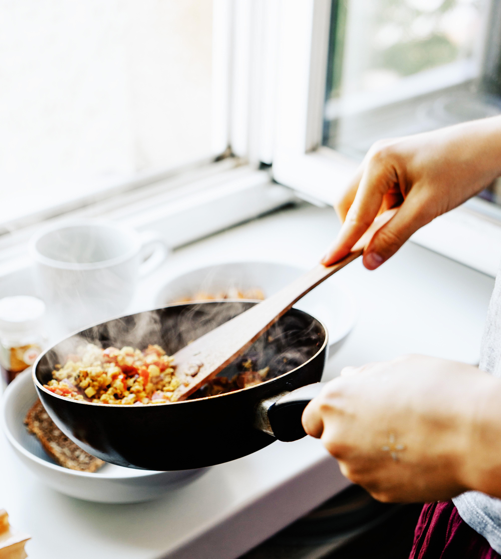 chăm sóc bản thân nấu ăn