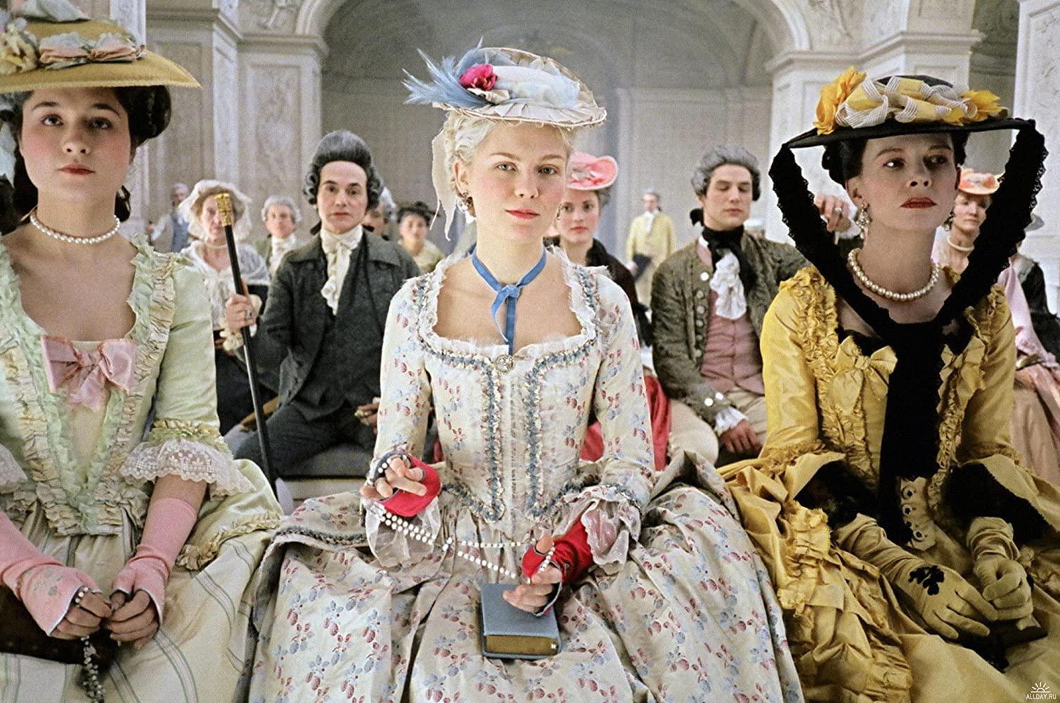thời trang trong phim âu mỹ marie antoinette bộ đầm hoa xòe