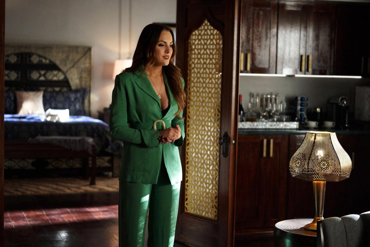 thời trang phim truyền hình âu mỹ dynasty bộ suit xanh lá