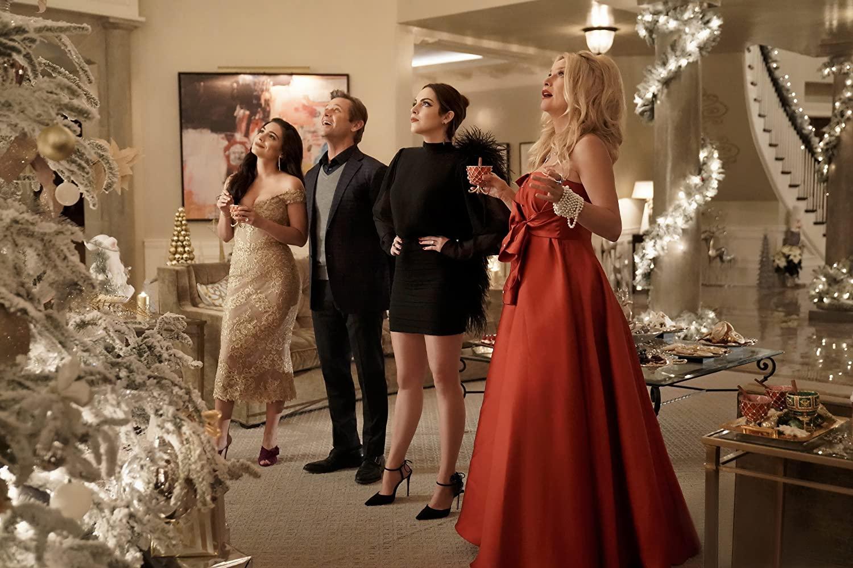 thời trang trong phim truyền hình âu mỹ dynasty buổi sáng ngày giáng sinh 4 nhân vật trước cây thông noel
