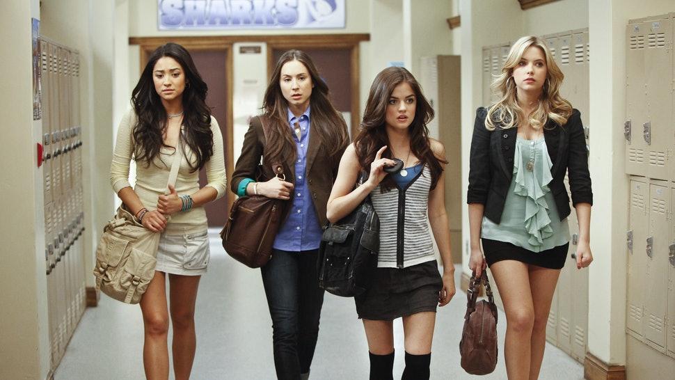 thời trang phim truyền hình âu mỹ pretty little liars 4 nhân vật trong hành lang trường
