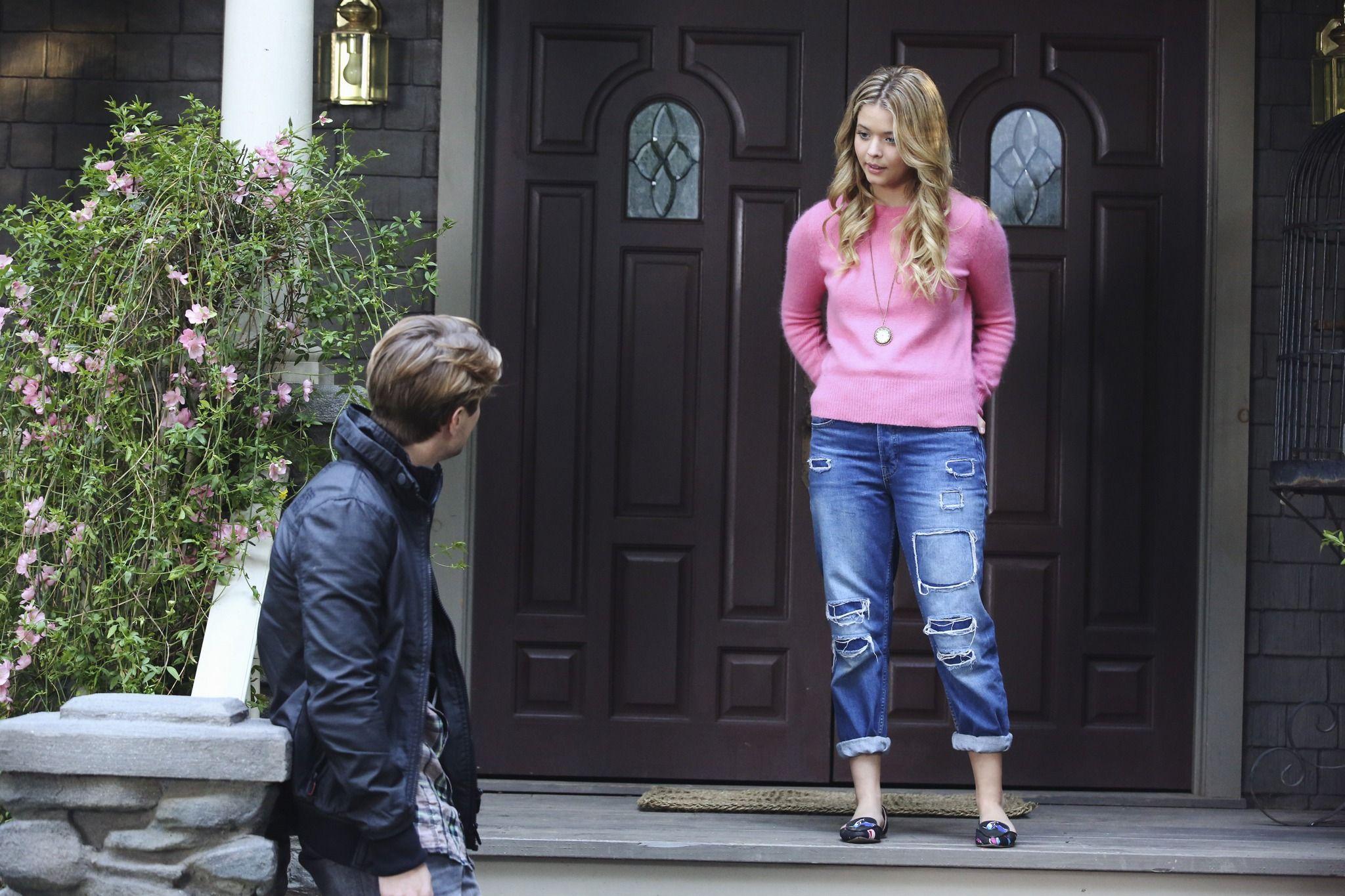thời trang phim truyền hình pretty little liars alison dilaurentis áo len hồng quần jeans