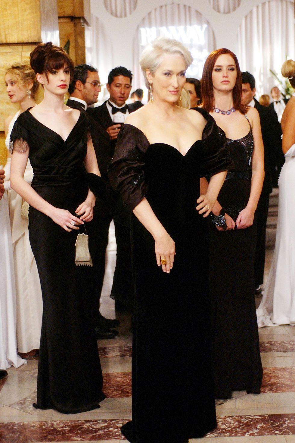 thời trang trong phim the devil wears prada miranda andy emily đầm dạ hội đen