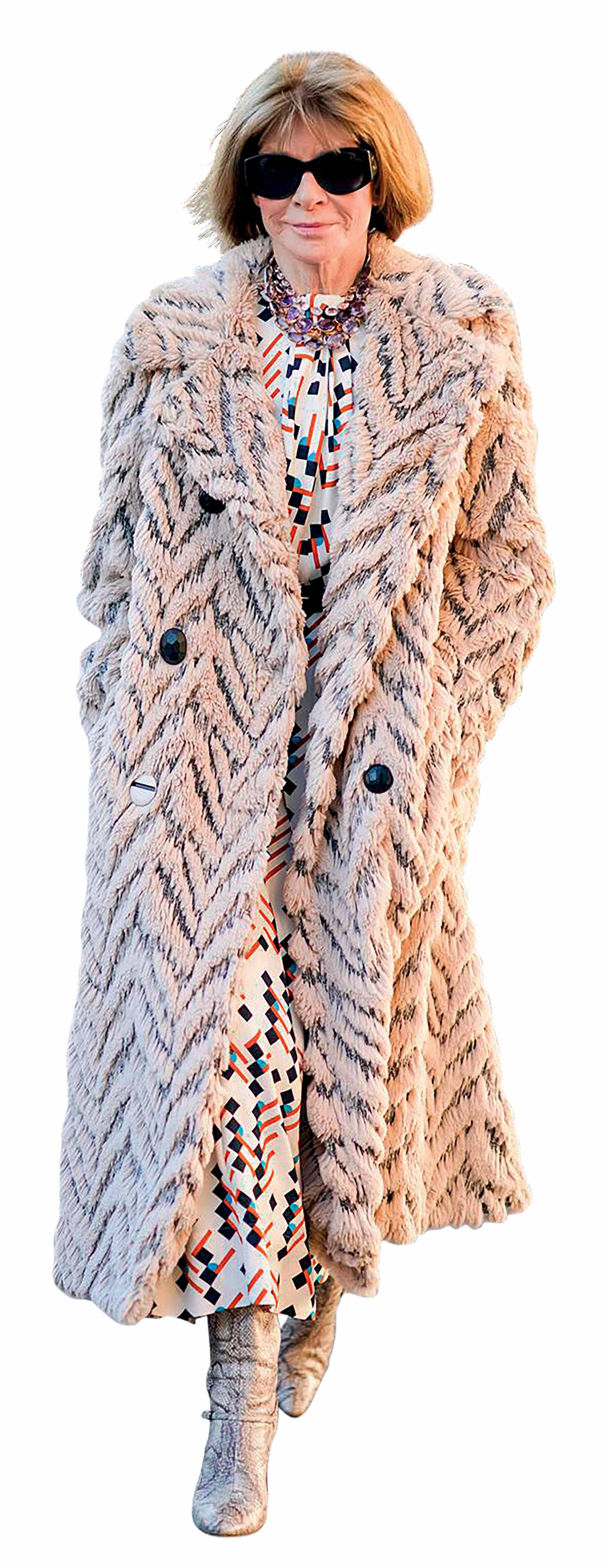 thời trang bền vững - Anna Wintour mặc áo choàng lông thú giả
