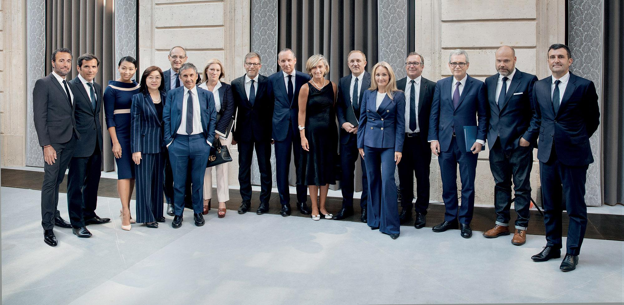 đại diện các thương hiệu ký kết Fashion Pact thời trang bền vững