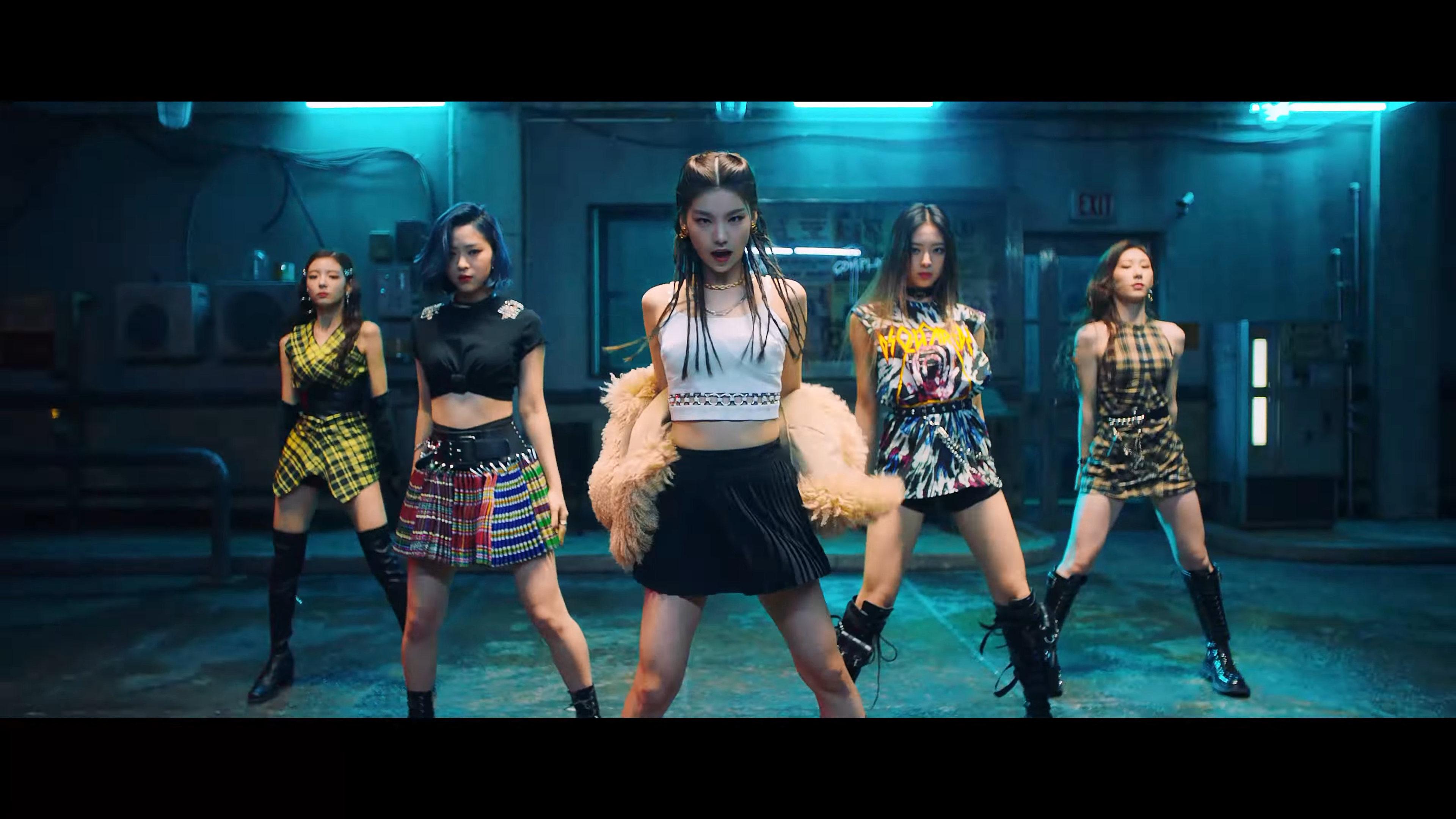 ITZY diện phong cách girl-crush trong MV nhạc Kpop Wannabe