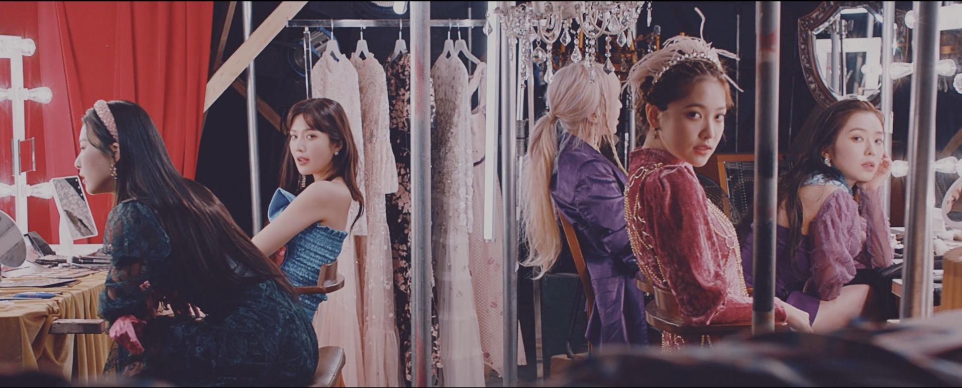 Red Velvet diện trang phục dạ hội màu sắc trong MV nhạc KPOP Psycho