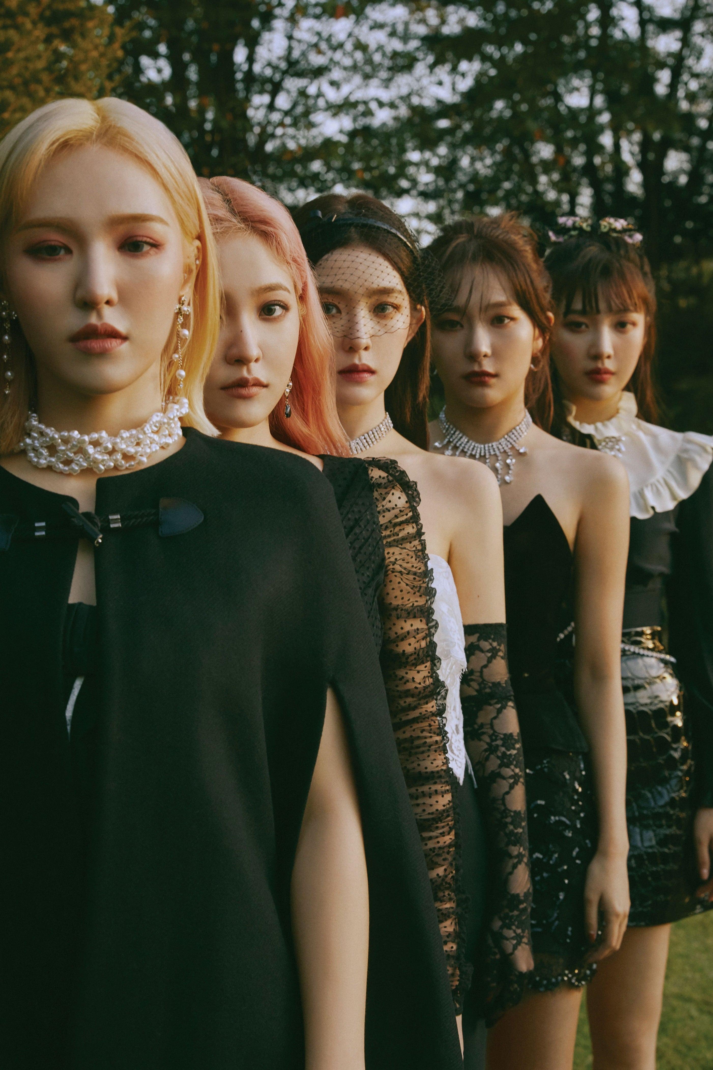 Red Velvet diện trang phục đen huyền bí trong MV nhạc KPOP Psycho