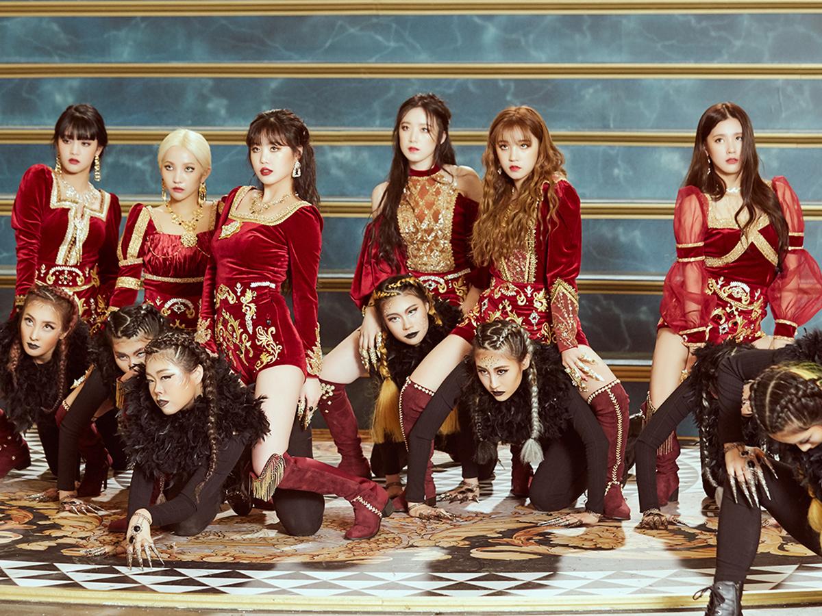 (G)-IDLE mặc trang phục nhung đỏ trong MV nhạc KPOP Lion