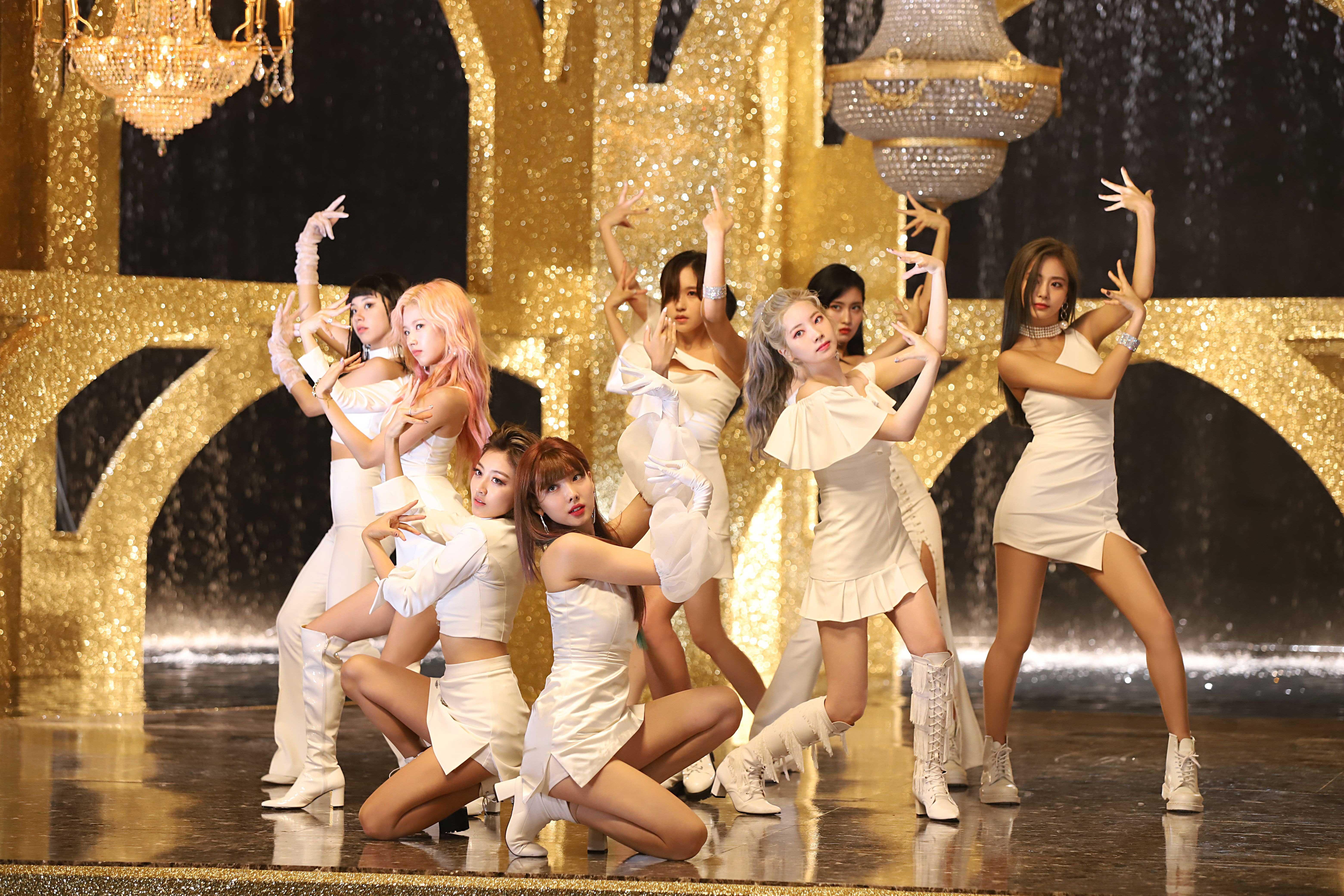 TWICE diện trang phục trắng trong MV nhạc KPOP Feel Special
