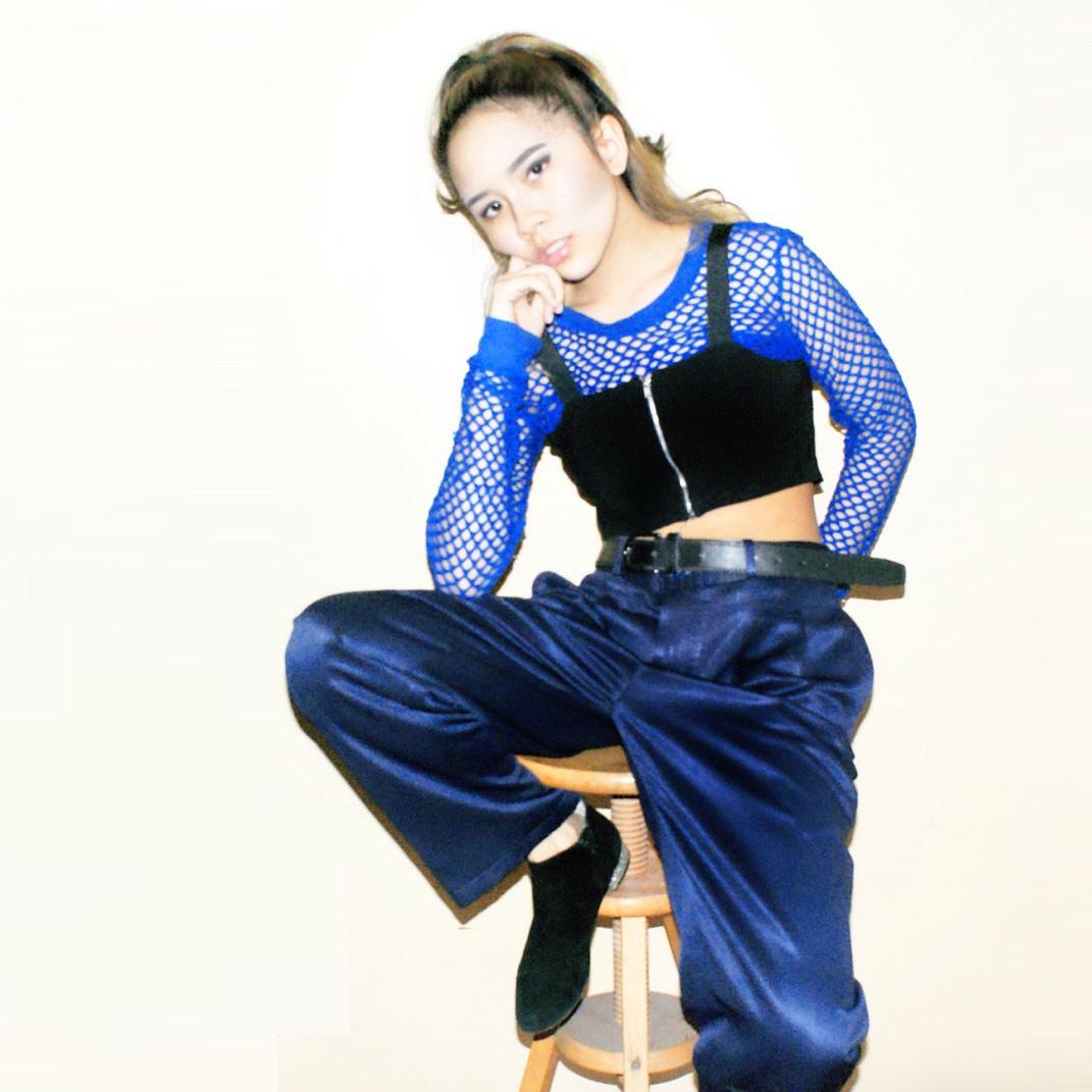 phong cách thời trang retro quần satin áo lưới