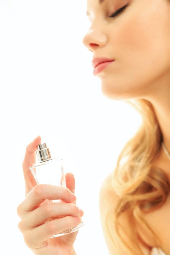 Ngăn chặn mùi hôi khó chịu bằng sản phẩm xịt khử mùi.